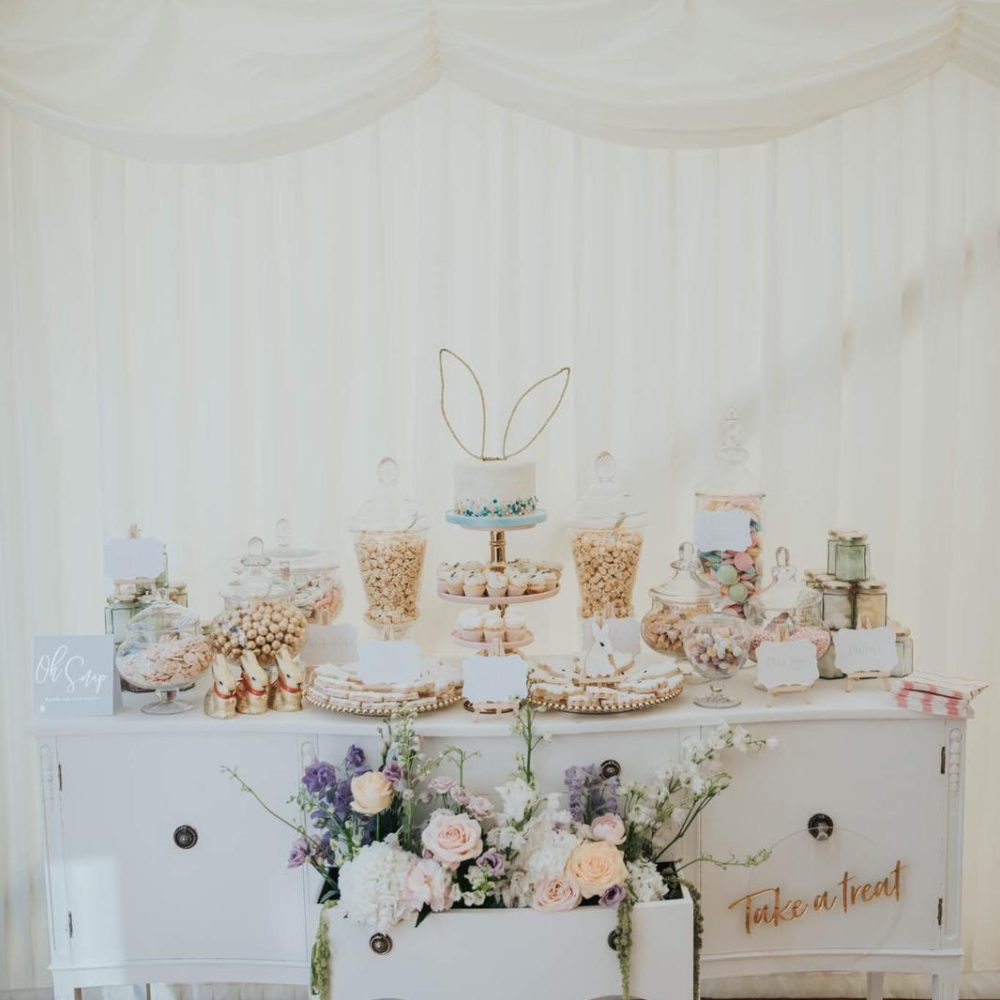 Elegant wedding sweetie table